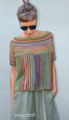 Give the woman colorful skeins … from Almond – Zukünftige Projekte - chunky knits Diy Crochet And Knitting, Summer Knitting, Loom Knitting, Knitting Stitches, Baby Knitting, Crochet Top, Knitting Sweaters, Knitted Poncho, Knit Fashion