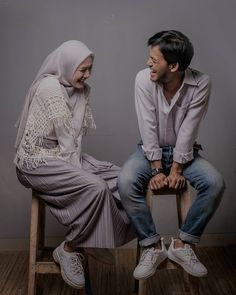 Pre Wedding Shoot Ideas, Pre Wedding Poses, Pre Wedding Photoshoot, Muslim Couple Photography, Korean Wedding Photography, Prewedding Hijab, Foto Wedding, Cute Muslim Couples, Muslim Wedding Dresses