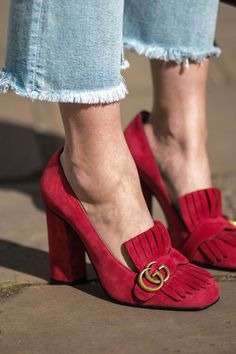 418baac1d69a Gucci Suede pump with removable Web bow