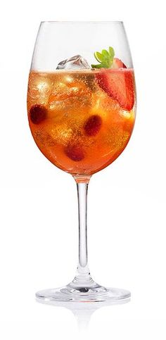 Fancy Italy: recipe maracuja Spritz - food and drink Fruity Cocktails, Fall Cocktails, Cocktail Drinks, Alcoholic Drinks, Spritz Recipe, Gin And Tonic, Mojito, Cocktails, Kitchens