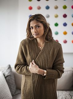 LOWE is an oversized, lush cardigan framed by a slipped stitch ribbing that requires no purling. The generous placket and collar overlap and can be worn open, letting it fall naturally, or closed with a shawl pin. With it's generous length and pockets, it's a wonderful piece for the Winter season or as a top layer in the Fall.