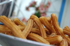 Receta de Churros Mexican Food Recipes, Sweet Recipes, Ethnic Recipes, Goody Recipe, Chilean Recipes, Deli Food, Tasty Bites, Portuguese Recipes, Pancakes And Waffles