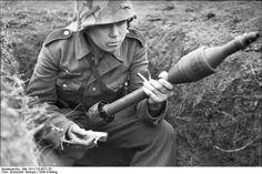 Bundesarchiv Bild 101I-710-0371-25, Ukraine, Ausbildung an Panzerabwehrwaffe - Raketenpanzerbüchse 54 – Wikipédia