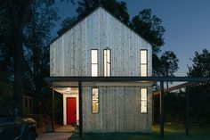 Shane Michael Pavonetti, an Austin-based architect and contractor, and his wife, Holly, built their eco-friendly home on a lean budget of $175,000.