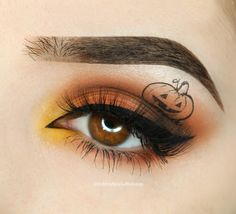 Spooky Halloween Makeup - So kick up your heels and let down your hairs while you check out these outstanding Halloween make up ideas. Makeup Clown, Pink Eye Makeup, Makeup Eye Looks, Hooded Eye Makeup, Eye Makeup Art, Eye Makeup Tips, Smokey Eye Makeup, Cute Makeup, Party Makeup