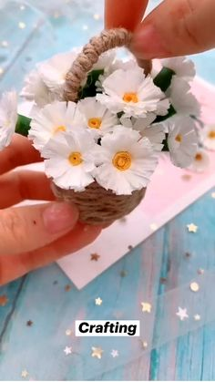 Cool Paper Crafts, Paper Flowers Craft, Diy Crafts For Gifts, Diy Arts And Crafts, Diy Flowers, Flower Diy, Handmade Flowers, Flower Making Crafts, Paper Origami Flowers