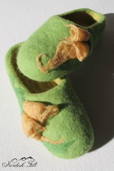 Felted wool slippers-Home shoes-light green felted wool by NordiskFilt on Etsy Felted Wool Slippers, Womens Slippers, Wool Felt, Woman, Trending Outfits, Unique Jewelry, Handmade Gifts, Green, Stuff To Buy