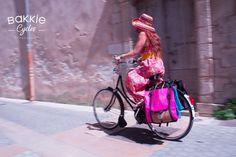 Shopping à La Rochelle ! #DansMesBakkies #gazellebikes #bakkiecycles #bicyclelife Shopping, Molle Pouches, Bicycle Kick