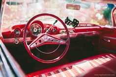 vintage wedding getaway car by Stephanie Court Photography #wedding #weddingphotography #photography
