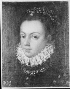1550-67.  Isabel Valois.  Previously attributed to Alonso Sanchez Coello.  Note the way the ruff finishes at centre front.   www.royalcollection.org.uk