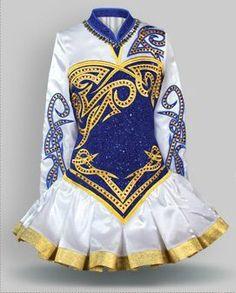 Асиметрия в платьях  сейчас не сильно популярна, но так интереснее. Dress by Elevation
