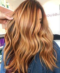 Gorgeous autumn warm toned hair color 😍🔥🍂 curlyhairtrends is part of Hair - Hair Color And Cut, Cool Hair Color, Golden Hair Colour, Long Curly Hair, Curly Hair Styles, Short Hair, Caramel Brown Hair Color, Caramel Hair, Coiffure Hair