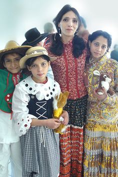 ❀ Gypsy Living ❀ Gypsy students and teacher....Gypsy (roma tigan rrom tzigane) (Roman / Romania)