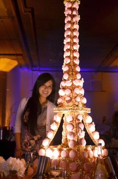 This Eiffel Tower macaron tower is SO amazing!