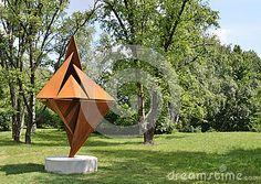 Escultura Moderna En El Jardín Botánico Foto de archivo - Imagen: 25224200