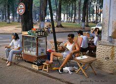 https://flic.kr/p/E53Jad | Saigon 1990 - Open air Cafe - Photo by Doi Kuro | www.facebook.com/doikuro/photos/pb.578829188920265.-22075... góc Pasteur-Hàn Thuyên