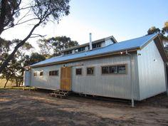 Building a new home to replicate the classic Australian shearing shed Australian Farm, Australian Homes, Shed Homes, Cabin Homes, Farm Shed, Farm House, Modern Rustic, Modern Farmhouse, Building A New Home
