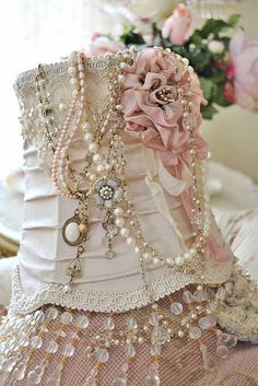 Neat idea for vintage necklaces and broaches. Although I don't like that they put it. On an old lampshade, they should have used an antique/ vintage bust of a manakin, like the fabric ones.
