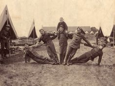 World War I Black and White wtf vintage History soldier war soldiers 1918 posing world war one WWI creative pose Picture Poses, Photo Poses, Photo Shoot, Old Pictures, Old Photos, Family Pictures, Vintage Photographs, Vintage Photos, Group Poses