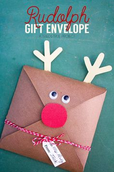 DIY Home Decor Inspiration : Illustration Description Make this Rudolph Gift Envelope in just minutes for the perfect little gift. Easy to fill with cookies, gift cards, or just written messages. Company Christmas Cards, Homemade Christmas Gifts, Christmas Cards To Make, Christmas Wrapping, Handmade Christmas, Christmas Crafts, Gift Card Presentation, Christmas Envelopes, Gift Envelope