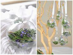 Con romero y esferas transparentes podemos armar adornos navideños fuera de lo común...
