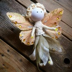 No Sew Fairy Tutorial.by Tina Make your own cute fairy with this no sew tutorial. Fairy Crafts, Angel Crafts, Unicorn Crafts, Noel Christmas, Christmas Crafts, Cute Fairy, Daisy Pattern, Clothespin Dolls, Do It Yourself Crafts