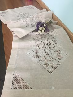 Gülay çakır Crewel Embroidery, Bargello, Cross Stitch, Quilts, Hardanger Embroidery, Embroidery Stitches, Dressmaking, Hand Embroidery, Lace