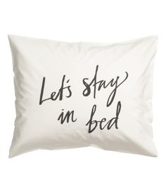 Pillowcase in cotton fabric with a printed text design. Thread count 144.