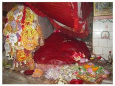Maa Sati's necklace fell here and the idols are Devi Maa as Nandini and Lord Shiva as Nandikishore Bhairav. It is located in earlier Nandipur village, which is now a part of Sainthia town, Birbhum district, West Bengal (220 K.m from Kolkata)