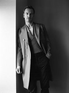 Michael Fassbender photoshoot for 'STYLE: Modern Weekly Magazine' (China) - March 2017 - by Shayne Laverdiere Fashion Photography Poses, Man Photography, Michael Fassbender Shame, Business Photo, Mr Perfect, Business Portrait, Male Poses, Portrait Inspiration, Sexy Men