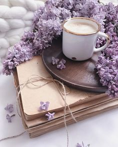 Old book, lilac and coffee Lavender Aesthetic, Flower Aesthetic, Purple Aesthetic, Aesthetic Food, Coffee Love, Coffee Art, Coffee Break, Good Morning Coffee, Coffee Photography