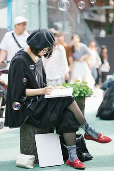 Street Style, girl charscter Tokyo: 59 photos of Japan's kawaii fashion at its best Japon Street Fashion, Japanese Street Fashion, Tokyo Fashion, Harajuku Fashion, Kawaii Fashion, Korean Fashion, Street Style Vintage, Asian Street Style, Tokyo Street Style