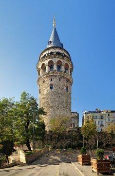 Torre De Gálata En Estambul, Turquía Fotos, Retratos, Imágenes Y Fotografía De Archivo Libres De Derecho. Image 8085412.
