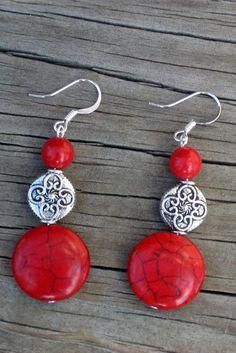Red howlite, red coral and silver pewter earrings Red How . - Red howlite, red coral and silver tin earrings Red How … – # howli - Beaded Earrings Patterns, Diy Earrings, Earrings Handmade, Hoop Earrings, Silver Earrings, Handmade Jewellery, Jewellery Box, Jewellery Shops, Jewellery Exhibition