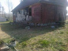 Dom jest już podniesiony co zabezpieczy go przed zapadaniem się w wyniku przegniłych fundamentów.