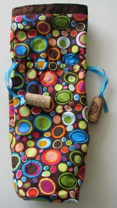 Wine bag pattern - Wine A Little Gift Bag PDF Pattern – Wine bag pattern Wine Bottle Gift, Bottle Bag, Wine Gifts, Wine Pull, Christmas Sewing Projects, Quilted Gifts, Diy Crafts For Gifts, Fabric Gifts, Little Gifts
