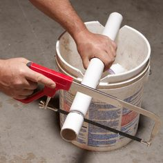 The 56 Most Brilliant PVC Hacks You've Ever Seen bucket pvc pipe cutter Pvc Pipe Crafts, Pvc Pipe Projects, Diy Crafts, 5 Gallon Buckets, Design Café, Do It Yourself Furniture, Mason Jar Diy, Home Repair, Woodworking Tips