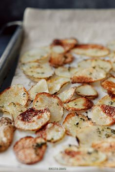 Homemade Potato Chips-Not in English. Translated directions: If potatoes pokroiliśmy the minimum thickness (1 mm) bake it in the oven pre-heated to 220 degrees C (ab 425 F) for about 7 - 10 minutes or until they are browned evenly. Thicker potato slices (2 mm) bake at 250 degrees C (ab 425 F) for about 9 - 15 minutes or until golden brown. It's good to watch the potatoes during cooking. After baking, wait a few minutes, the potatoes will become crunchy.