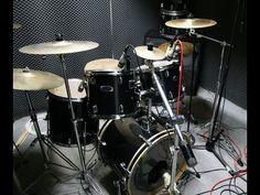 Recording Drums In Your Home Studio - http://www.techmuzeacademy.com/video/recording-drums-in-your-home-studio
