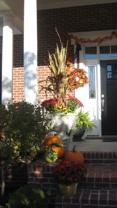 Nice use of planter and gooseneck gourds