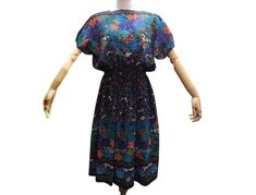 Vintage 1980s Japanese dress Woven Tokyo Dress | Etsy Dress Vintage, Vintage Outfits, 1980s, Beautiful Dresses, Tokyo, Floral Prints, Cold Shoulder Dress, Chiffon, Japanese