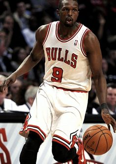 Luol Deng Played for Chicago Bulls Cleveland Cavaliers and Miami Heat Team Player, Nba Players, Luol Deng, Bulls Basketball, Nba Chicago Bulls, Nba News, Miami Heat, Michael Jordan, Cleveland