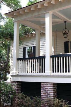 Latest Fixer Upper Patio Design Ideas That Looks Amazing Today Front Porch Railings, Screened In Porch, Front Porches, Porch Railing Designs, Front Verandah, Porch Columns, Porch Designs, Front Fence, Porte Cochere