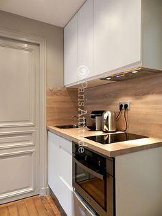 Rent an Apartment in Paris 75004 Le Marais ref 10045 Basement Kitchen, Condo Kitchen, Mini Kitchen, Kitchen Sets, Apartment Kitchen, Kitchen Interior, Kitchen Decor, Studio Apartment Design, Small Apartment Interior