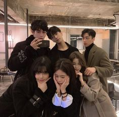 ảnh nhóm Gray Things a gray green color Boy And Girl Best Friends, Korean Best Friends, Cute Friends, Friends Girls, Korean Boys Ulzzang, Ulzzang Couple, Ulzzang Girl, Cute Friend Pictures, Best Friend Pictures
