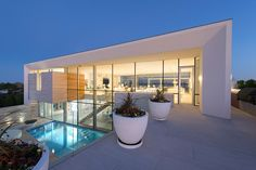 In East Quogue, New York, Barnes Coy Architects designed this home that has views of both the Atlantic Ocean to the south and Shinnecock Bay to the north.