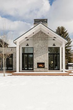 Ideas farmhouse design exterior modern for 2019 Modern Farmhouse Exterior, Modern Farmhouse Style, Farmhouse Ideas, Farmhouse Decor, Farmhouse Architecture, Farmhouse Fireplace, Fireplace Update, Farmhouse Windows, Farmhouse Remodel