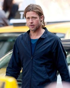 Here are some of the most famous Brad Pitt hairstyles. Short Spiky Hairstyles, Different Hairstyles, Medium Hair Styles, Curly Hair Styles, Brad Pitt Hair, Brad Pitt Photos, Beard Look, Hollywood Star, Men's Grooming