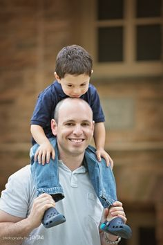 Different idea for a father/son pose - Vater Father Son Photography, Family Photography, Photography Poses, Family Posing, Family Portraits, Family Photos, Couple Photos, Father Son Photos, Father And Son