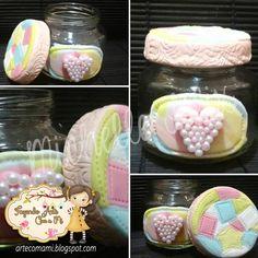 Toalhinha de Retalhos: Potinho de sopinha de bebê decorado em Biscuit.